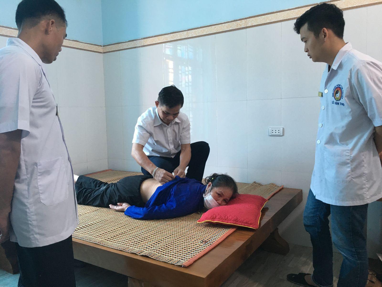 Báo Vietnamhoinhap.vn đã chia sẻ: Lương y Lê Văn Thọ - Bàn tay vàng chuyên chữa trị bệnh xương khớp.